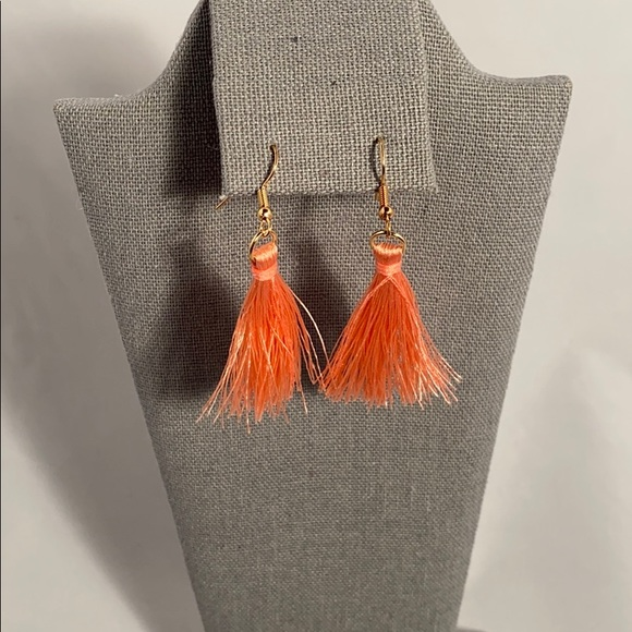 Jewelry - 🚩🚩Peach and gold tassel earrings